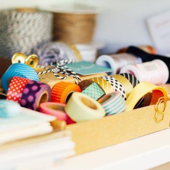 Bänder und Garne in vielen Farben und Formen