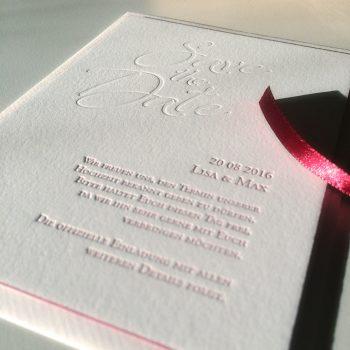 Hochzeitseinladung mit Letterpress und Farbschnitt