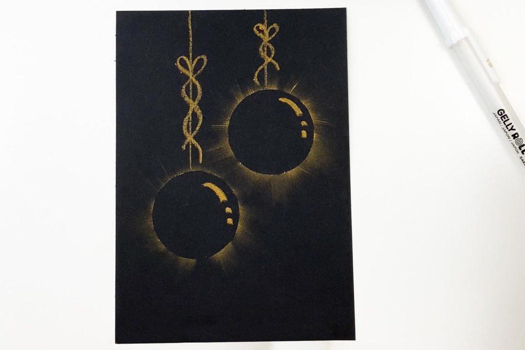 Weihnachtskarte mit schwarze Kugeln